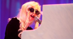 lady gaga piano 1